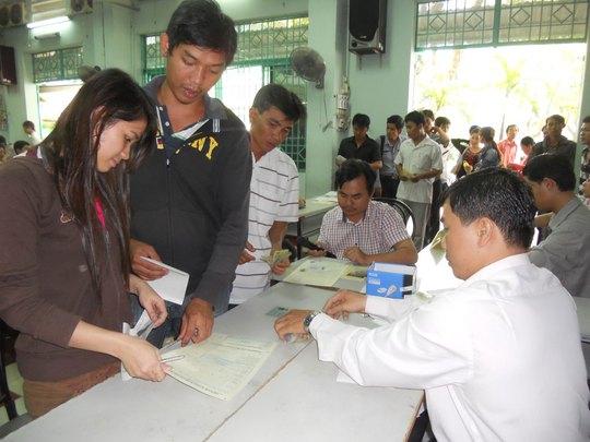 Người lao động tại TP HCM trong một lần đăng ký dự kiểm tra tiếng Hàn