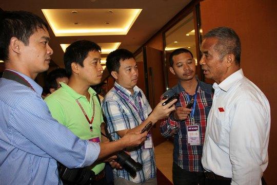 Đại biểu Đặng Ngọc Tùng, Chủ tịch Tổng LĐLĐ Việt Nam, trả lời báo chí về điều 60 Luật BHXH năm 2014