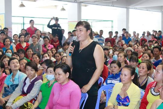 Công nhân Công ty Pou Yuen (quận Bình Tân, TP HCM) đề đạt nguyện vọng tại một buổi đối thoại do Công đoàn và doanh nghiệp tổ chức