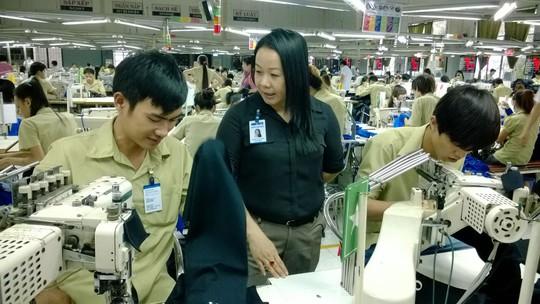 Hết lòng với người lao động nên chị Nguyễn Thị Thu Hồng được quý trọng, tin cậy