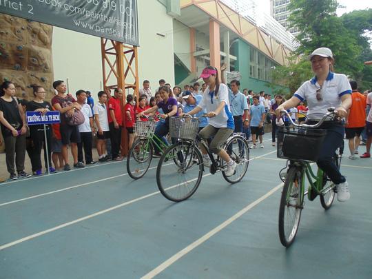 Các vận động viên thi đấu nội dung xe đạp chậm