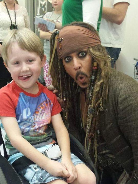 Johnny Depp và bé Max Bennett