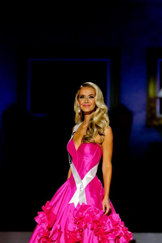 Tân Hoa hậu Mỹ trong phần thi trang phục dạ hội