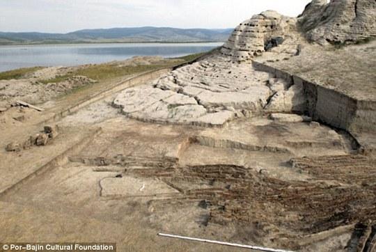 Một số nhà nghiên cứu tin rằng Por-Bajin được xây dựng để làm cung điện mùa hè, tu viện hay một đài quan sát thiên văn. Ảnh: