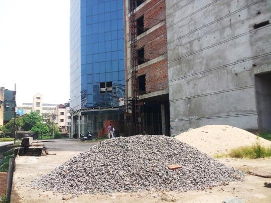 """""""Ngắm"""" bệnh viện quốc tế 50 triệu USD bỏ hoang giữa Hà Nội"""