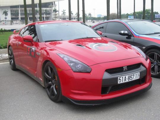 Mẫu xe thể thao 2 cửa Nissan GT-R với màu đỏ bắt mắt