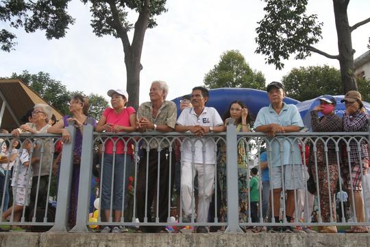 Đổ xô đi xem tuyến du lịch trên kênh Nhiêu Lộc-Thị Nghè
