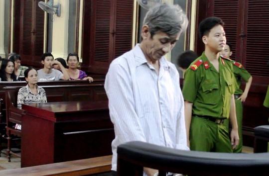 Nguyễn Ngọc Kỉnh cúi đầu nhận tội tại tòa