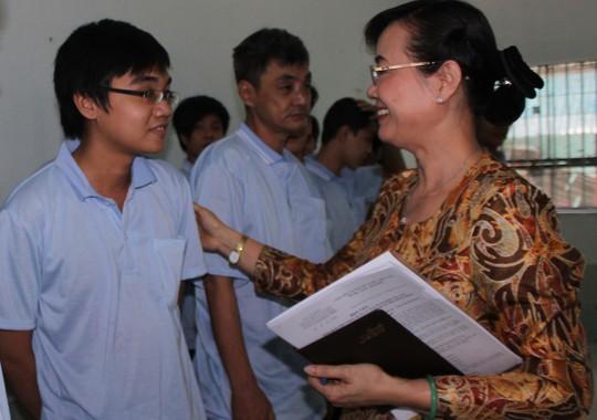 Chủ tịch HĐND TP Nguyễn Thị Quyết Tâm thăm hỏi, động viên người nghiện tại  Cơ sở xã hội  Bình Triệu