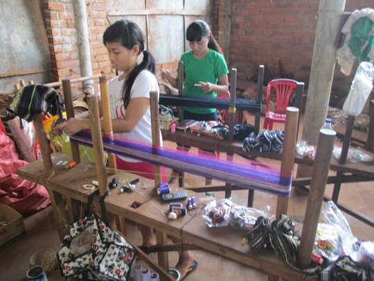 Xưởng dệt của chị Mlop ở huyện Đăk Đoa, tỉnh Gia Lai