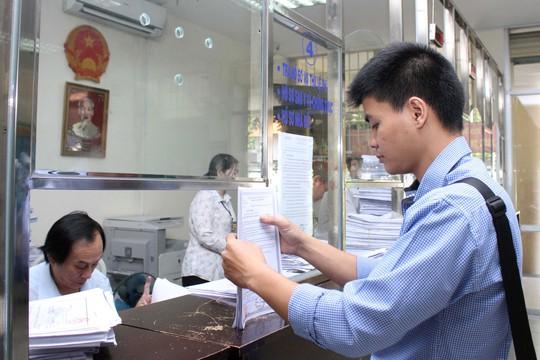 Quận 1 là địa phương có nhiều cải cách hành chính ở TP HCM. Trong ảnh: Làm thủ tục hành chính tại UBND phường Bến Nghé, quận 1 Ảnh: HOÀNG TRIỀU