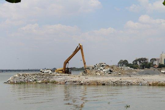 Dự án lấp sông tại Đồng Nai hiện đã phải tạm dừng thi công Ảnh: XUÂN HOÀNG