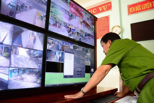 Hệ thống camera khu dân cư luôn được lực lượng an ninh quan sát 24/24 giờ Ảnh: THĂNG BÌNH