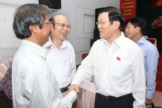 Chủ tịch nước Trương Tấn Sang trao đổi với cử tri quận 1, TP HCM Ảnh: HOÀNG TRIỀU