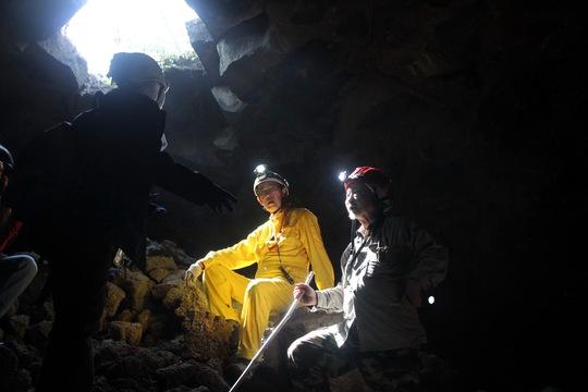 Các nhà khoa học Nhật Bản trong một chuyến khảo sát hang động Krông Nô