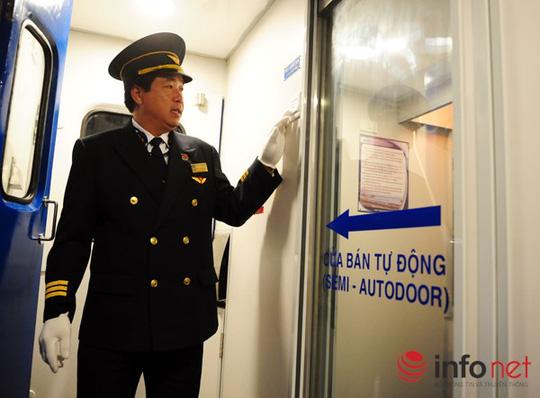 Tại toa giường nằm cao cấp (mỗi phòng 4 giường) được thiết kếu cửa bán tự động lần đầu tiên trên một toa tàu của Việt Nam.