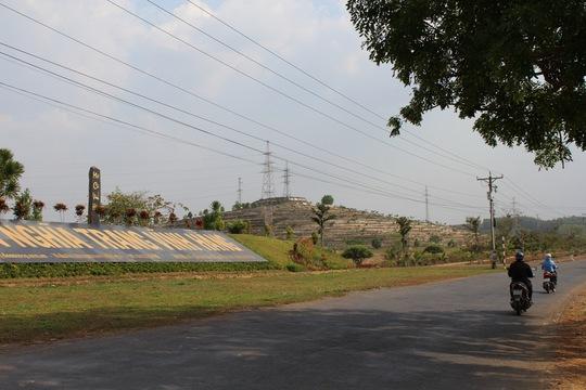 Một góc nghĩa trang An Viên Vĩnh Hằng được xây dựng sát bên sông Đồng Nai