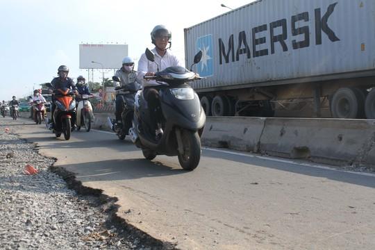 Dự án mở rộng xa lộ Hà Nội đang gặp nhiều vướng mắc Ảnh: HOÀNG TRIỀU