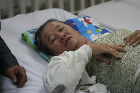 Mẹ chị Phạm Thị Trang cũng bị hoảng sợ sau vụ tai nạn, phải nhập viện cấp cứu