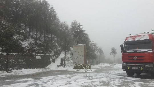 Tuyết rơi trắng xóa ở Sa Pa