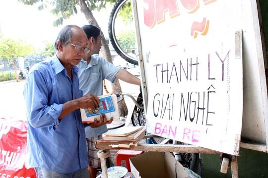 Bạn trẻ Sài Gòn giải cứu 10 tấn sách cũ
