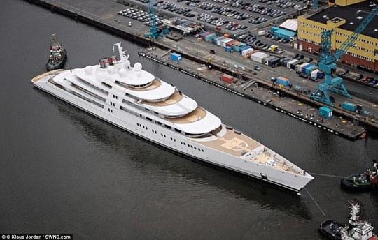 Siêu du thuyền Azzam. Ảnh: SWNS