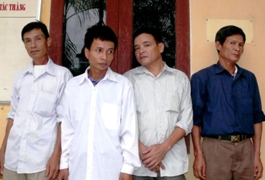 4 đối tượng trâu tặc bị Công an huyện Như Thanh bắt giữ. Ảnh Công an cung cấp