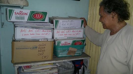 Những vật dụng có thể đựng tư liệu đều được nhà báo Trần Thanh Phương tận dụng