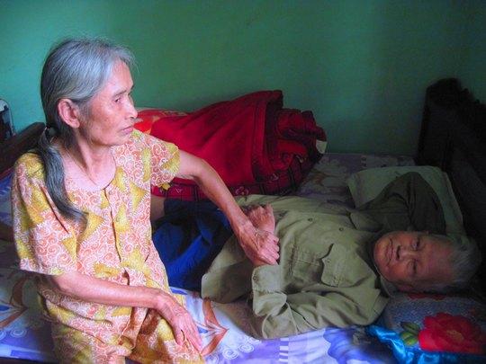 Vợ chồng ông Lương Minh Hòa khẳng định đã bị Trịnh Thị Khuyến và Hoàng Thị Quế lừa lấy  70 triệu đồng Ảnh: CAO NGUYÊN