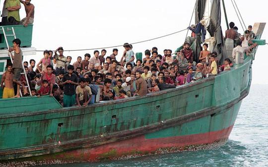 Công việc ưu tiên lúc này là cứu vớt sinh mạng của người di cư Ảnh: AP