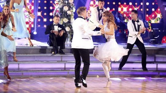 Amy Purdy biểu diễn cùng bạn nhảy trong chương trình Dancing with the stars Ảnh: Reuters