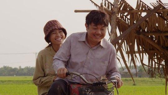 Diễn viên Chí Tài và Ninh Dương Lan Ngọc trong phim Trúng số. (Ảnh do đoàn phim cung cấp)