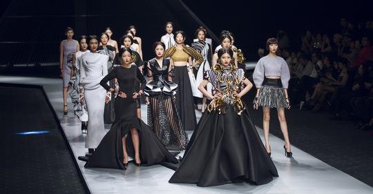 Một buổi trình diễn thời trang trong Vietnam International Fashion Week Ảnh: Nguyễn Minh Ngọc