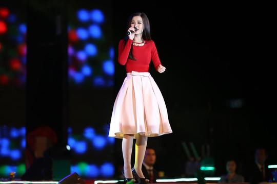 Từ trên xuống: Ca sĩ Minh Hằng, Noo Phước Thịnh, Đông Nhi sẽ tham gia biểu diễn trong chương trình Gala Mai Vàng 20 năm chào Xuân Ảnh: TẤN THẠNH - FACEBOOK