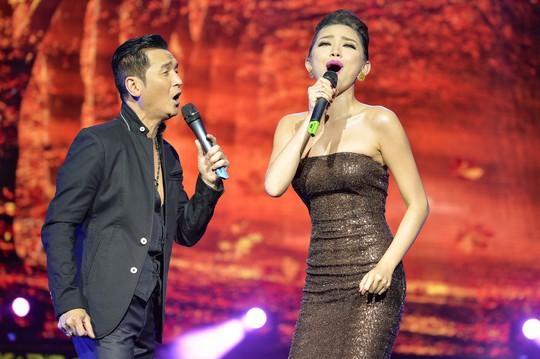 """Live show ca sĩ """"bội thực"""" trên sóng truyền hình. Trong ảnh: Live show ca sĩ Nguyễn Hưng trong chuỗi chương trình Sol vàng  Ảnh: NGUYỄN BÁ NGỌC"""