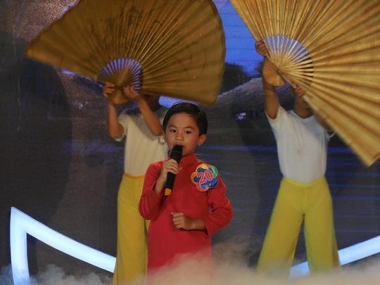 Thí sinh Phạm Ngọc Sơn (9 tuổi) đến từ Bình Phước ca rất hay những bài bản đờn ca tài tử Nam Bộ