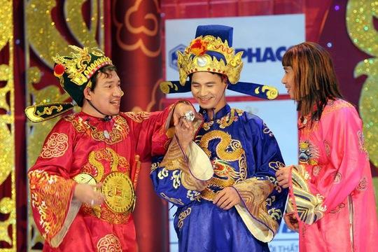 Nghệ sĩ Xuân Bắc (giữa) vai Nam Tào trong Gặp nhau cuối nămẢnh: Hoàng Dương