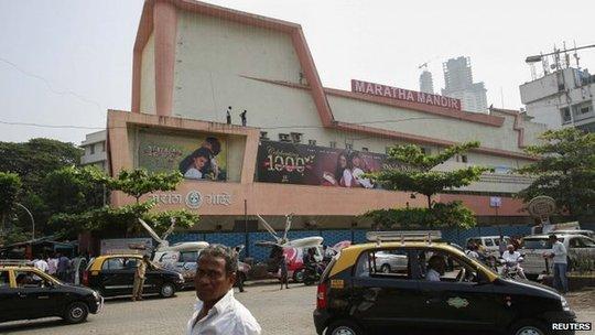 Nhiều người phản đối khi rạp dừng chiếu phim này