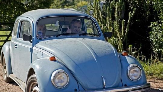 Chiếc xe Volkswagen Beetle 1987 của ông Mujica. Ảnh: AP