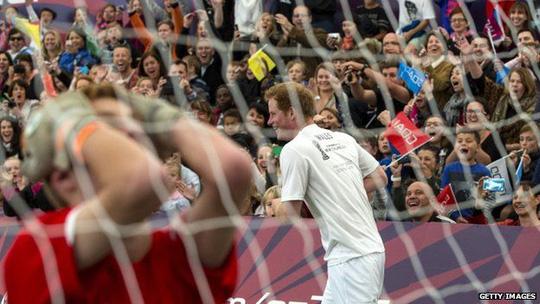 Hoàng tử Harry tham gia trận đấu với U20 Zew Zealand