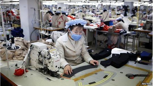Một xí nghiệp may tại khu phức hợp Kaesong. Ảnh: Reuters