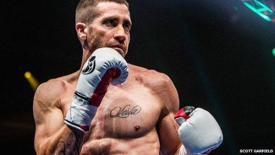 Jake Gyllenhaal tập mỗi ngày trong 6 tháng để có thân hình 6 múi, phù hợp vai diễn