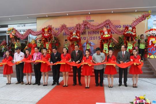 Nghi thức cắt băng khánh thành chính thức khai trương Trung tâm Thương mại Maximark Ninh Thuận