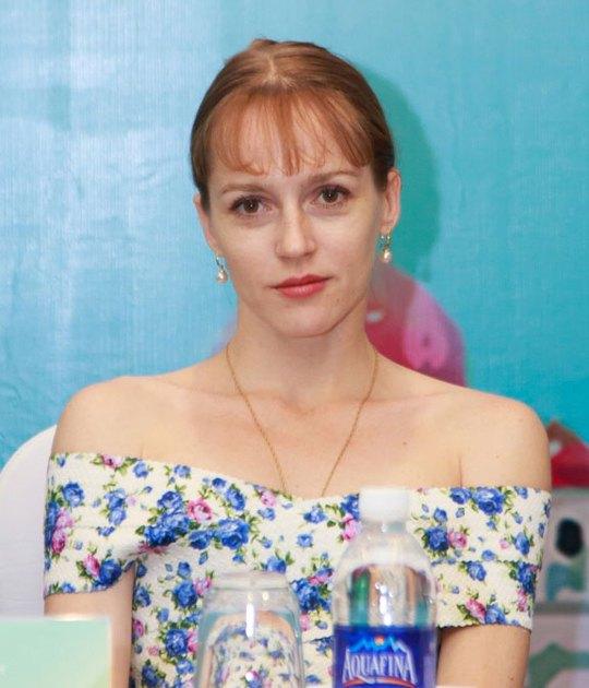 """Nữ diễn viên nổi tiếng Elisaveta Sergeevna Nebesnaya, người đảm nhận vai nữ chính trong vở """"Hồ thiên nga"""", tại cuộc gặp gỡ báo chí ở Hà Nội"""