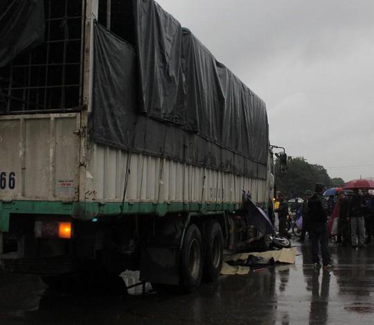Hiện trường vụ tai nạn khiến 2 cô gái tử vong.