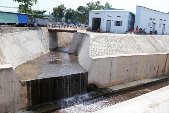 Người dân cho rằng nếu các nhà máy không lén lút xả thải thì kênh sẽ không chết trở lại