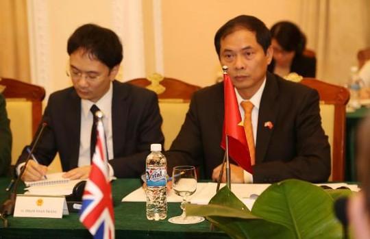 Thứ trưởng Bộ Ngoại giao Bùi Thanh Sơn (phải ảnh) đồng chủ trì Đối thoại chiến lược