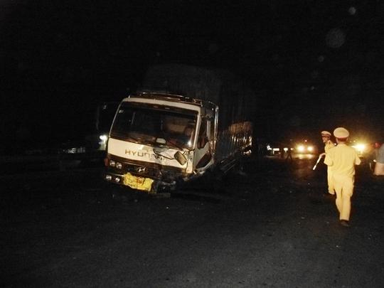 Hiện trường sau khi xảy ra tai nạn giữa xe tải và xe 7 chỗ. Ảnh: Thủy Phan