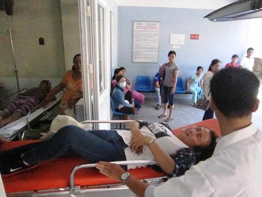 Thí sinh Trần Thị Lan tỏ ra đau đớn khi vừa đưa vào viện