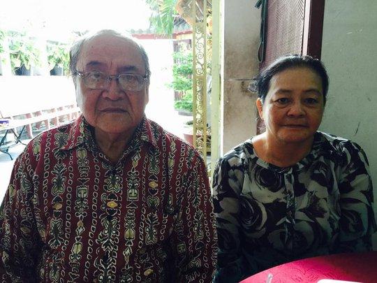 Vợ chồng NSƯT Hùng Minh đến chia buồn với NSƯT Kim Xuân